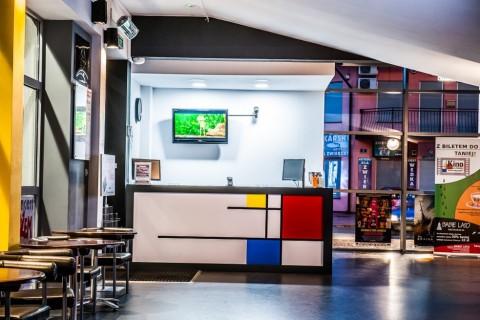 sala-widowiskowa-centrum-kultury-grodzisk-mazowiecki-ck-wynajem-sali-foyer-kino-kasa